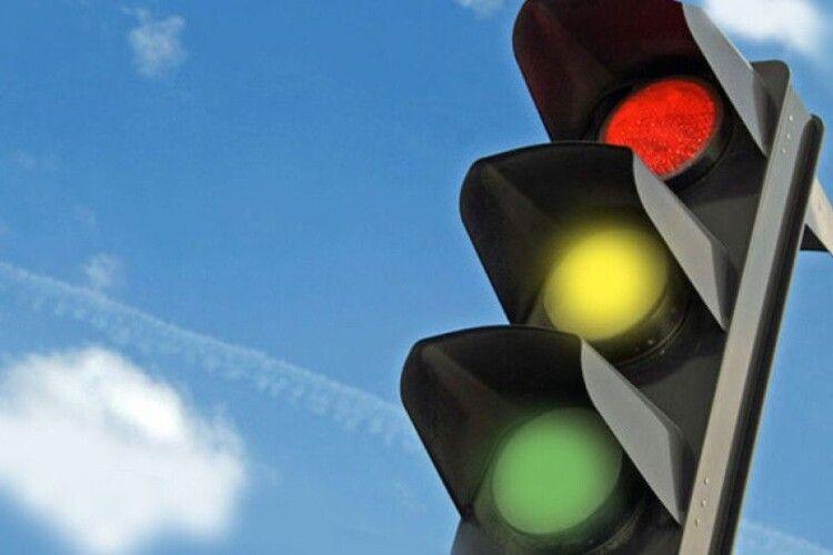 У Луцькраді відповіли на петицію щодо світлофора на вулиці Конякіна