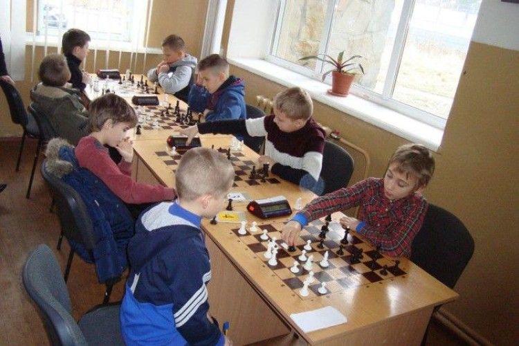 Юні лучани давали чосу за шаховими дошками