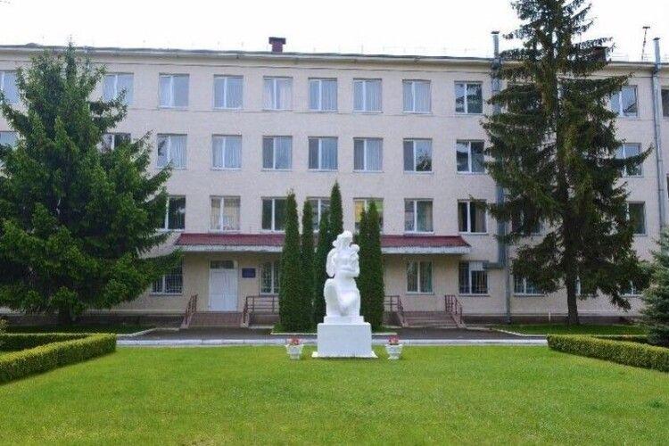 У ковідному госпіталі на базі луцького пологового почали лікувати перших хворих