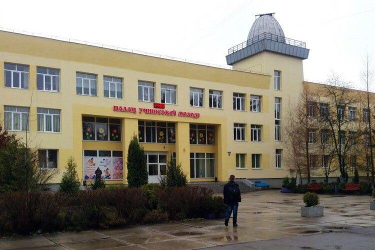 Лучани вимагають від міськради запустити маршрут вулицею Шопена до Палацу учнівської молоді