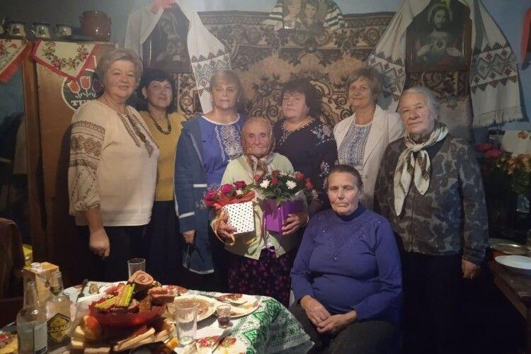 90-річна зв'язкова УПА з Волині ще сама пече хліб, а в день поважного ювілею гостей зустрічала піснею