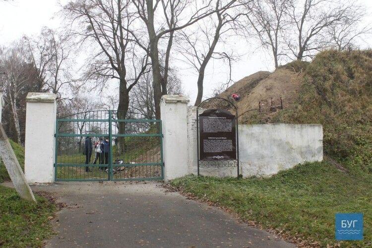 Жертви НКВС: у Володимирі-Волинському проведуть ексгумаційні роботи на валах городища