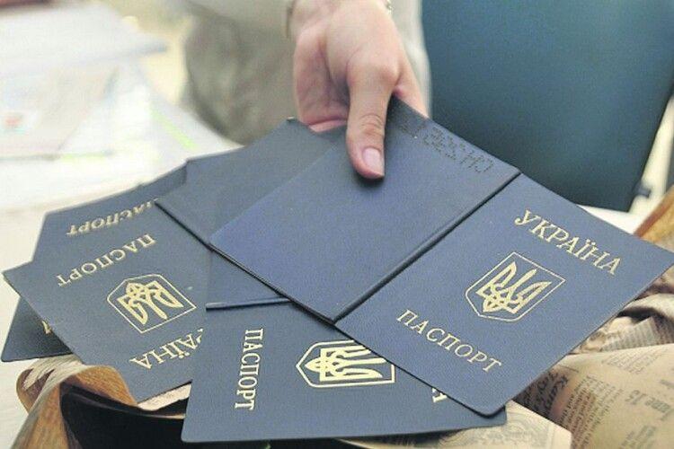 Аферисти з Рівненщини за чужим паспортом набрали кредитів на понад мільйон гривень