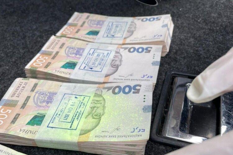 Волинського посадовця судитимуть за одержання 200 тисяч гривень хабаря