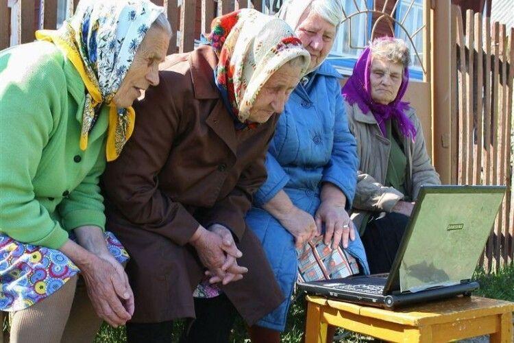 Українки вимагають від Зеленського повернути жінкам право виходити на пенсію в 55 років