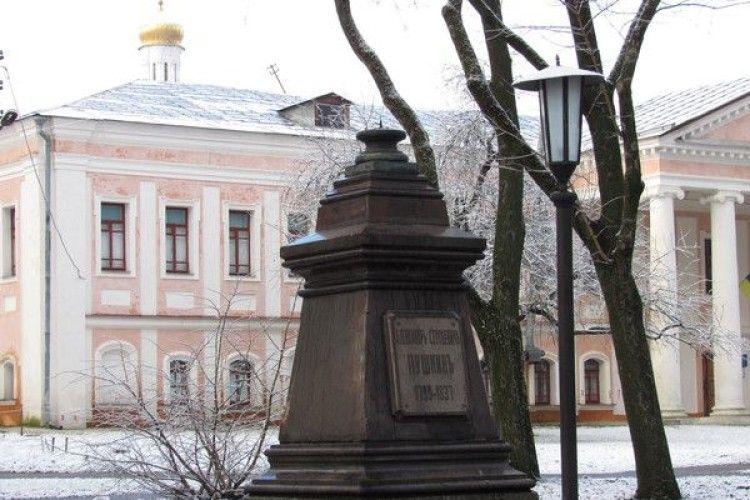 Злодії викрали старовинний бюст Пушкіна