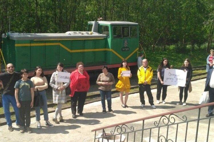 Лучани зібралися на мітинг, щоб врятувати дитячу залізницю. Що їм відповіли (Фото)