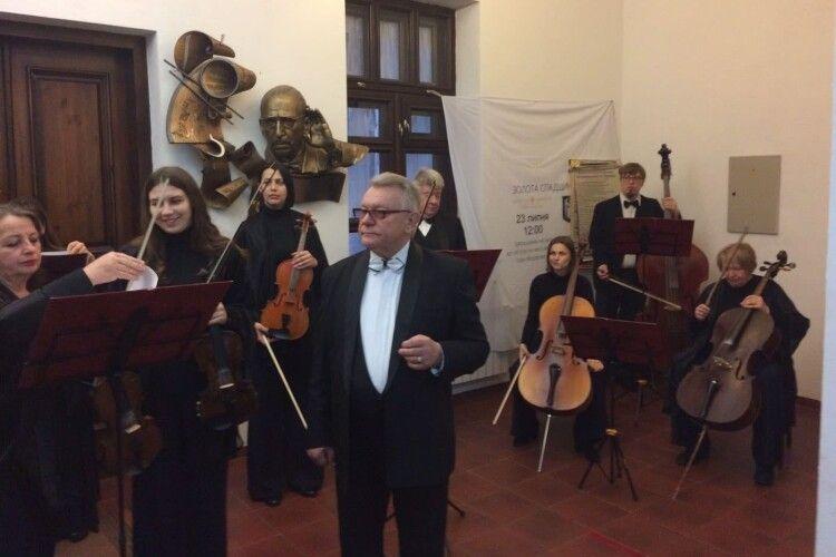 Легендарний волинський оркест  гастролює по визначних місцях і історичних пам'ятках Волині (Фото)