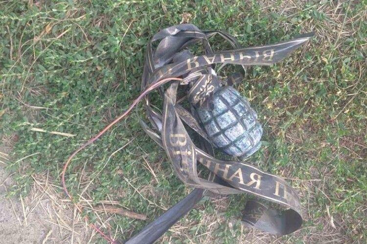 Учаснику АТО з Волині підкинули до будинку гранату зі стрічкою «вічна пам'ять»