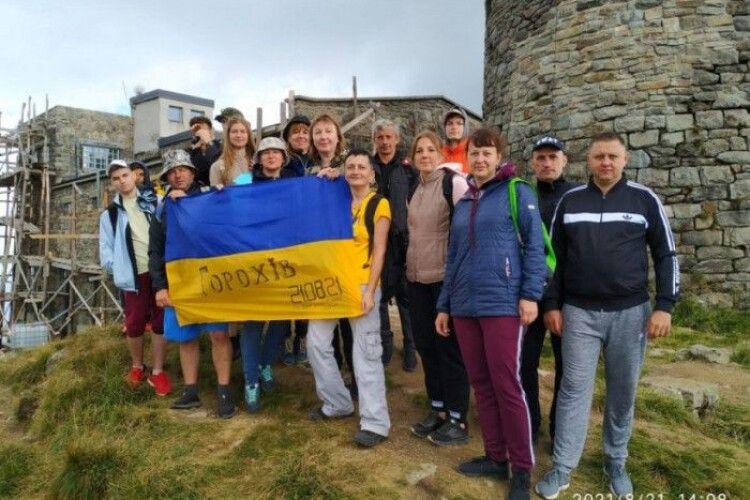 Горохівчани підняли державний прапор на горі Піп Іван