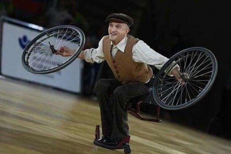 Рівнянин виграв два золота чемпіонату спортивних танців на візках