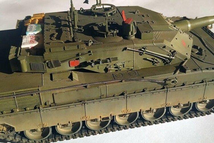 Волинські школярі здобули нагороди за копії-моделі танка і винищувача