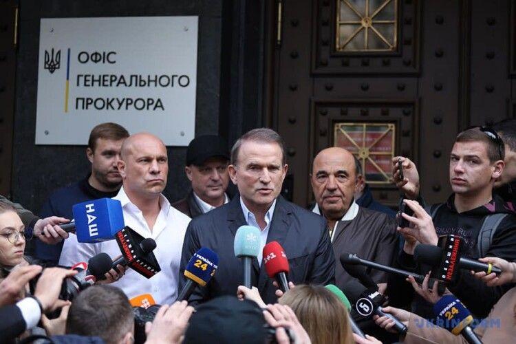 Офіс генпрокурора вручив Медведчуку клопотання про арешт