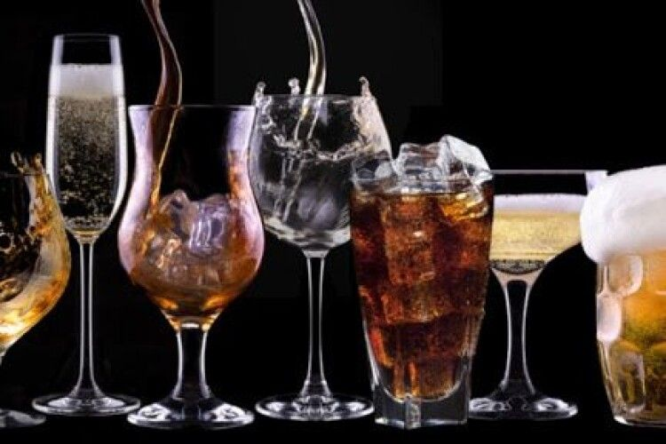 Психолог розповіла, що улюблений алкоголь може розповісти про характер людини