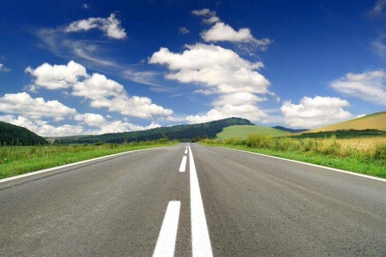 Ремонт доріг на Любешівщині стримують тендерні процедури