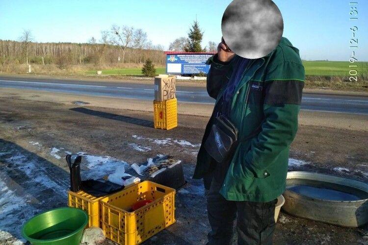 У Ківерцівському районі нелегальною рибою торгували на дорозі, а в Любешівському – знайшли сітки