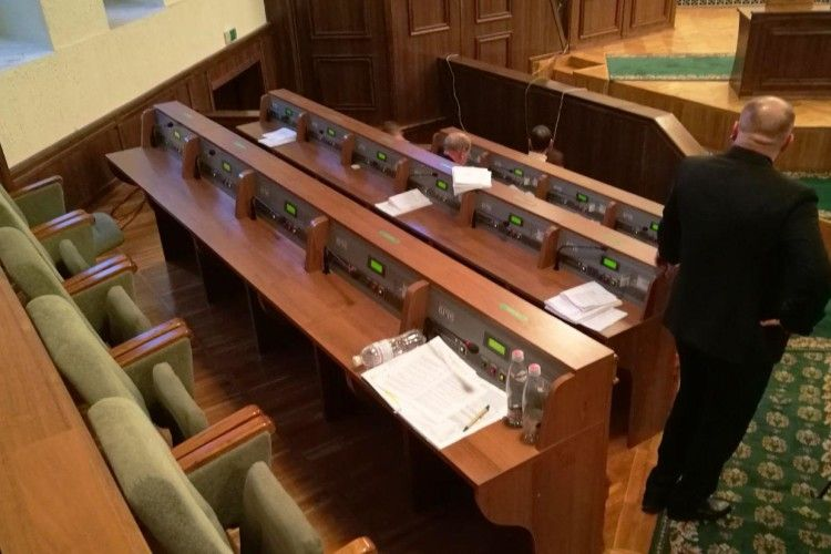 Президентська фракція втекла з сесії облради