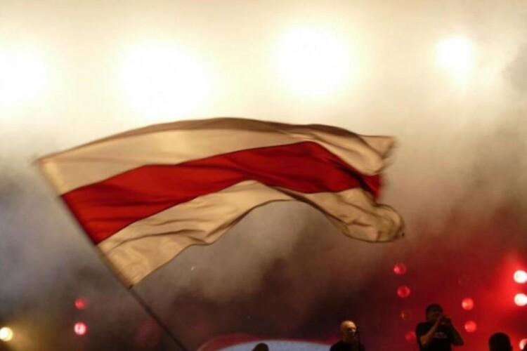 Під час протестів у Білорусі лунають вибухи (Відео)