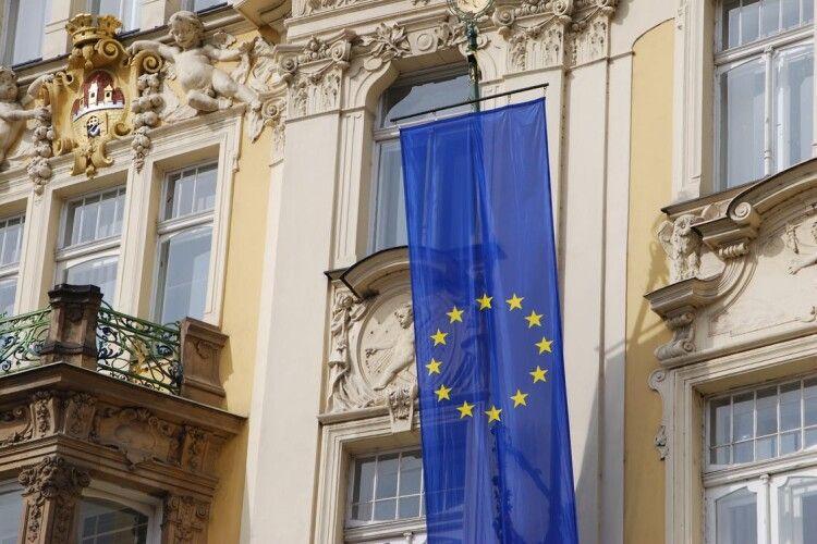 Рада ЄС схвалила виділення Україні 1,2 мільярда євро на боротьбу з коронавірусом