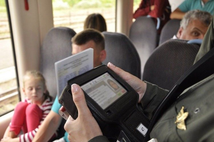 На кордоні з Польщею затримали іноземця з підробленим паспортом