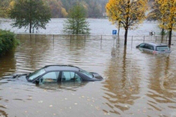 Негода у західних областях зруйнувала понад 100 км автодоріг та 64 мости