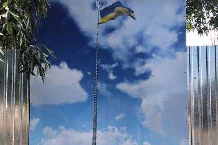 У Херсоні впав найбільший прапор України, який встановили до Дня Незалежності (Фото)