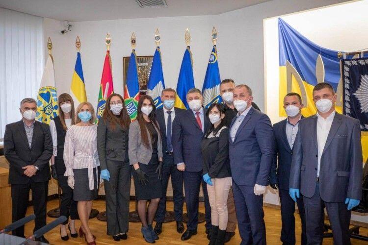 Міністр нагородив волинських лікарів, які повернулись з Італії