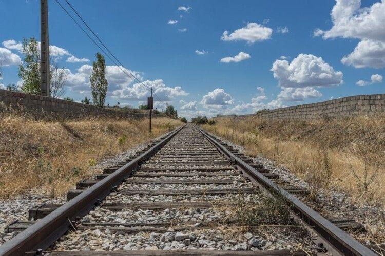 Поїзд наїхав на чоловіка: потерпілий помер миттєво
