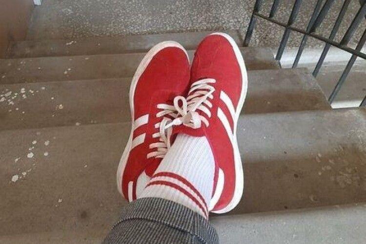 У Білорусі жінку оштрафували за біло-червоні шкарпетки