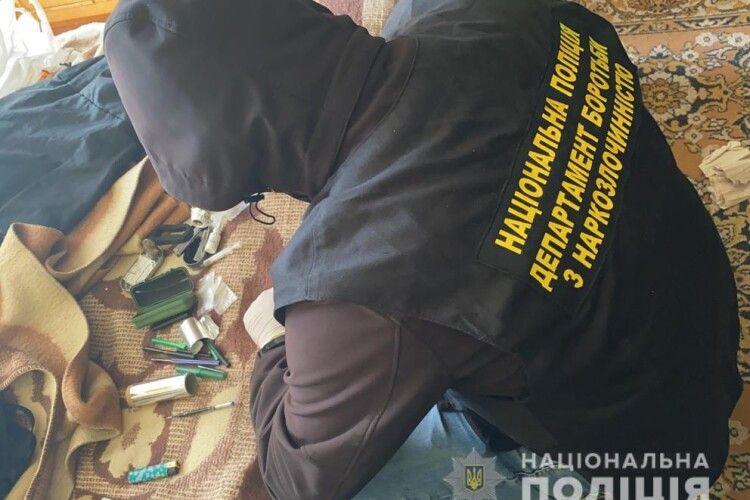 Налагодив схему: у місті на Волині викрили наркоділка (Фото)