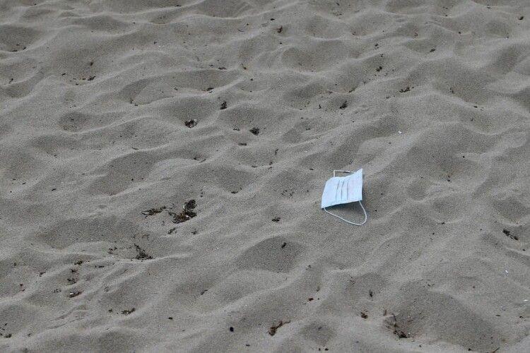 У Росії старші брати закопали восьмирічного хлопчика в пісок на пляжі – дитина загинула