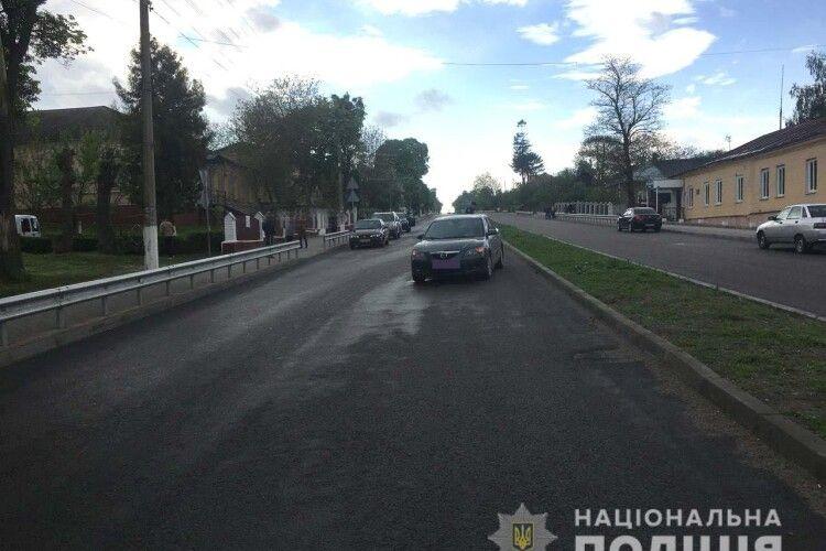 На Рівненщині автівка збила маленьку дівчинку