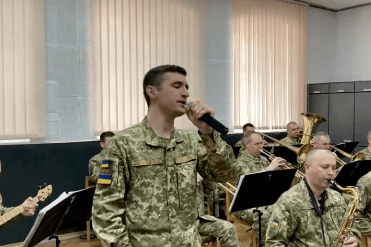 Луцький прикордонний загін проникливо виконав пісню «Два кольори»