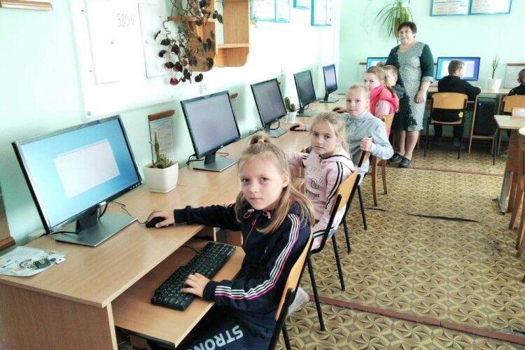 Волинські школярі отримали нові комп'ютери (Фото)