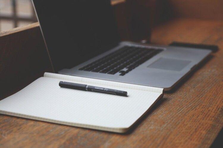 Українських вчителів забезпечать якісними ноутбуками