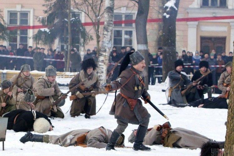 До 100-річчя Бою під Крутами у Франківську гайдамацький курінь змусив здатися більшовиків
