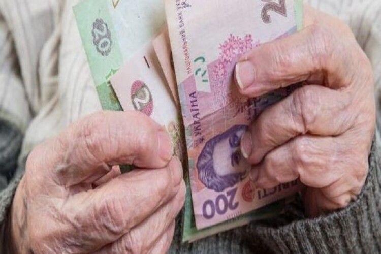 Пенсіонери вимагають з 1 січня 2021 року мінімальну пенсію в розмірі 3414 гривень