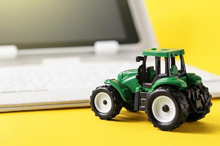 Фермер перерахував шахраям «за трактор» 120 тисяч гривень