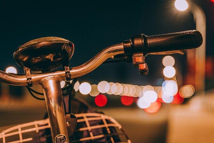 На Волині Mercedes наїхав на 40-річного велосипедиста й утік