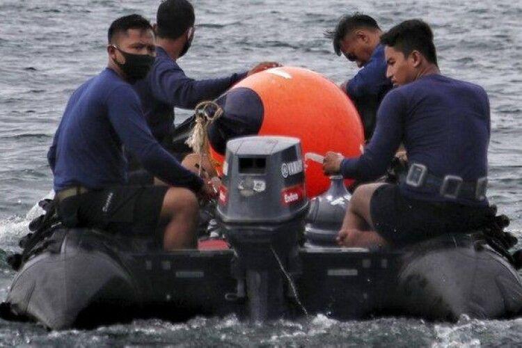Авіакатастрофа в Індонезії: у морі знайшли уламки літака і рештки тіл загиблих
