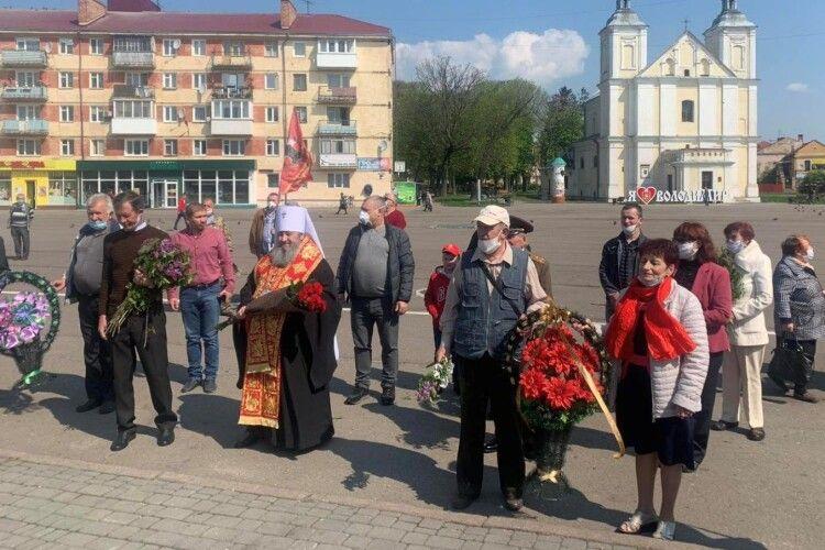 У Володимирі – Волинськомусвященнослужителі поклали квіти до ОбеліскуСлави