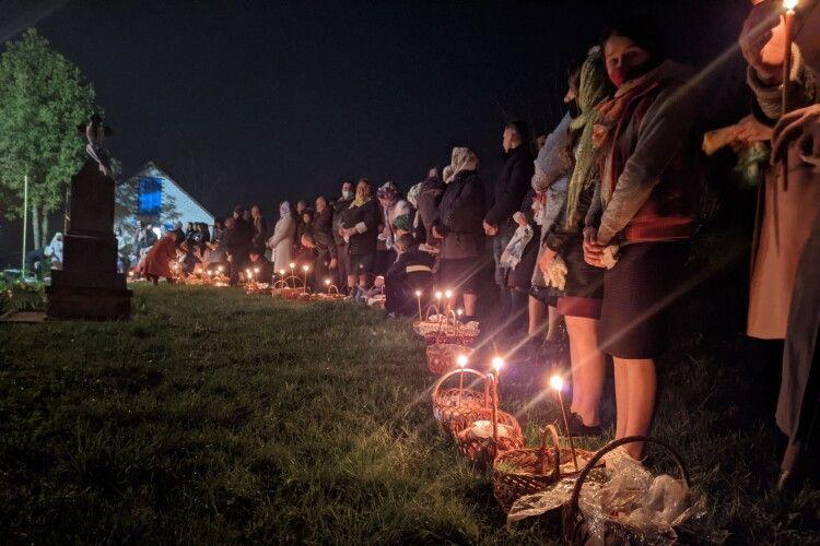 Як у селі на Горохівщині освячували паски (Фото, відео)