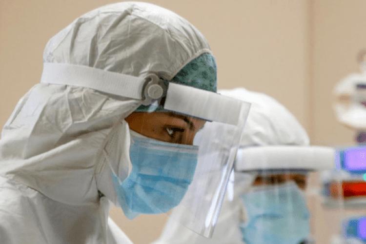 На Рівненщині 324 медики звільнилися через пандемію