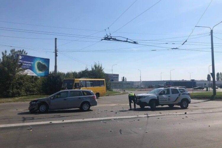 Біля Луцька сталася аварія: постраждалих шпиталізували (Фото)
