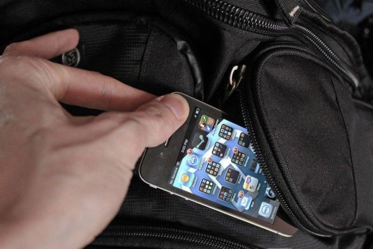 У Луцьку поліцейські оперативно викрили телефонного крадія