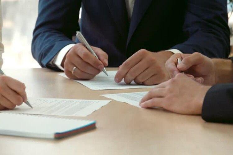 НАЗК назвало імена 47 депутатів, які зробили резонансне подання до КС щодо е-декларацій