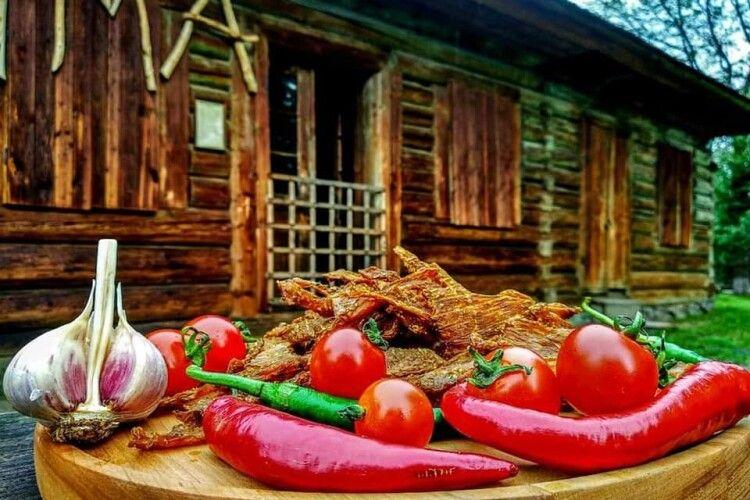 Зі свинини, яловичини та курятини навчилися готувати сушлики