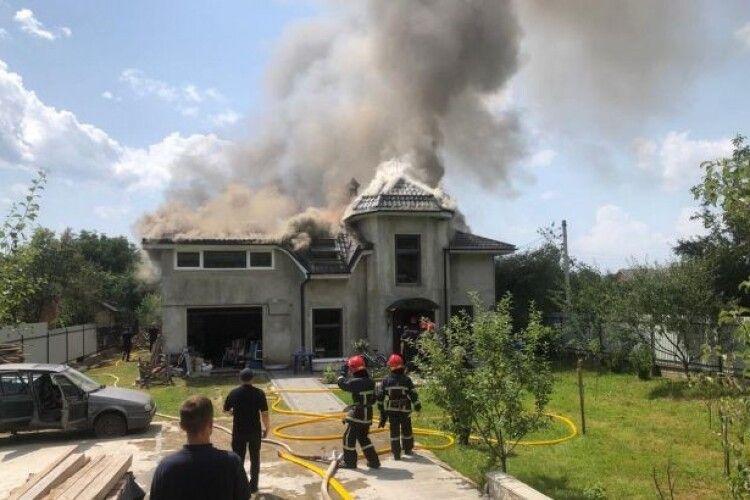 Показали відео з моментом падіння літака на будинок на Прикарпатті
