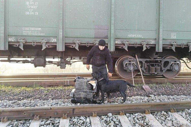 До Польщі намагались переправити «збагачену» сигаретами руду (Фото, відео)