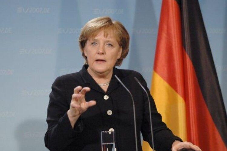 Меркель заявила про запровадження в Німеччині жорстких обмежувальних заходів: коронавірус виходить з-під контролю